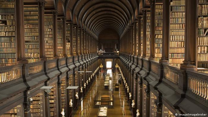Long Room des Trinity College in Dublin - Bibliothek (Imago/imagebroker)