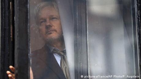 Großbritannien Wikileaks Assange (picture alliance/AP Photo/F. Augstein)