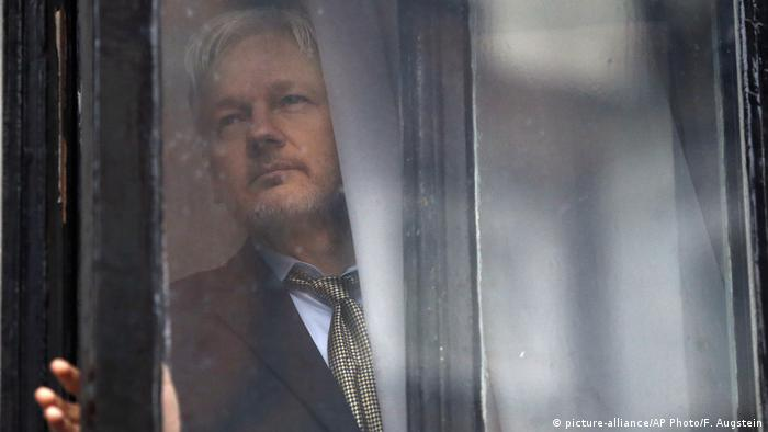 Großbritannien Wikileaks Assange (picture alliance/AP Photo/F. Augstein)