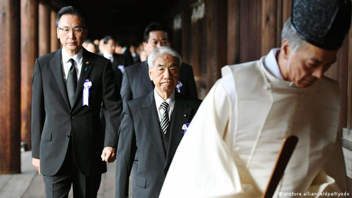 Japanese lawmakers at Yasukuni Shrine