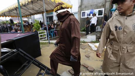 Indonesien Sharia Auslegung Gesetz Strafe Uneheliche Treffen (picture alliance/dpa/H.Simanjuntak)