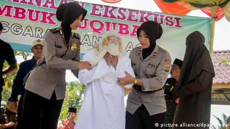Indonesien Auspeitschung Sharia Uneheliche Treffen (picture alliance/dpa/F.Reza)