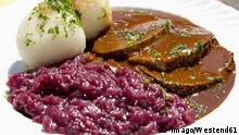 Sauerbraten and red cabbage (imago/Westend61)