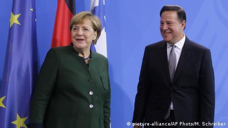 La canciller alemana, Angela Merkel, respaldó al presidente de Panamá, Juan Carlos Varela, en cometido de mejorar la transparencia financiera, fundamental para recuperar la confianza en Panamá, y se mostró optimista sobre pronta firma de un acuerdo bilateral para el intercambio de datos fiscales. Juan Carlos Varela visitó la capital alemana en su primera visita oficial a Alemania. (18.10.2016)