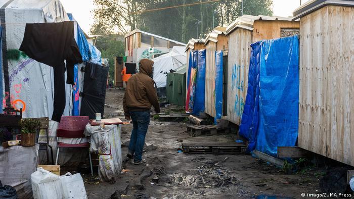 Frankreich | Das Flüchtlingslager Calais kurz vor der Schließung - erste Flüchtlinge verlassen den Jungle (imago/ZUMA Press)