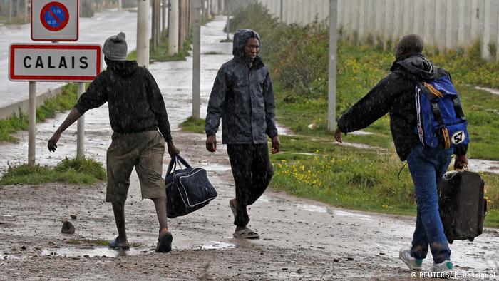 Frankreich | Das Flüchtlingslager Calais kurz vor der Schließung - erste Flüchtlinge verlassen den Jungle (REUTERS/ P. Rossignol)