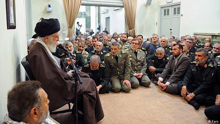 Аятолла Али Хаменеи на встрече с офицерами иранской армии