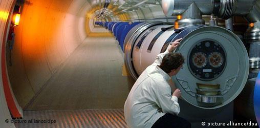 Forschungszentrum Cern: LHC-Tunnel - freies Format