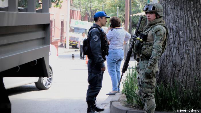 Mexiko-Stadt, gemischte Bilder - Polizei & Militär (DW/E. Cabrera)