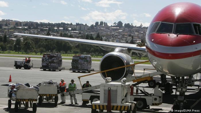 Самолет в аэропорте Кито - столице Эквадора