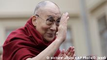 Tschechien Dalai Lama in Prag (picture-alliance/AP Photo/D. Josek)