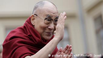 Dalai Lama in Prague (picture-alliance/AP Photo/D. Josek)