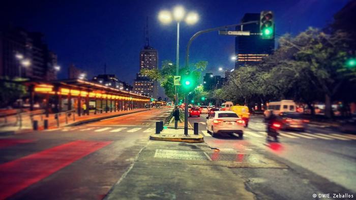 Argentinien Metrobús in Buenos Aires (DW/E. Zeballos)