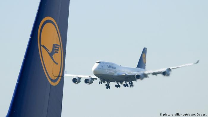 cockpit smoke prompts lufthansa aircraft to land in. Black Bedroom Furniture Sets. Home Design Ideas