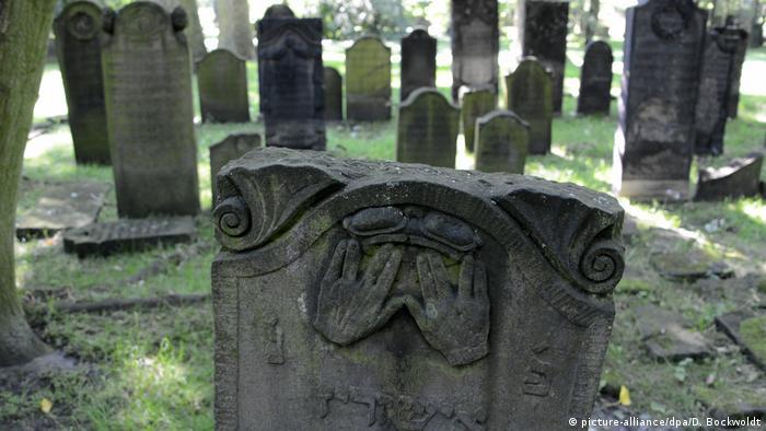 Vaticano afirma que cinzas devem ser guardadas em cemitérios