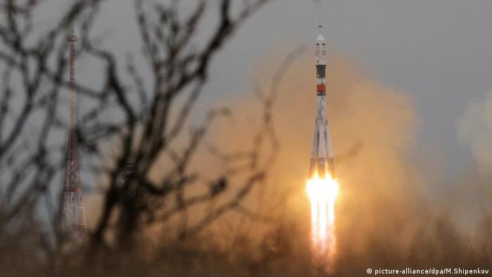 The Soyuz MS-02 launch Raketenstart Sojus (picture-alliance/dpa/M.Shipenkov)