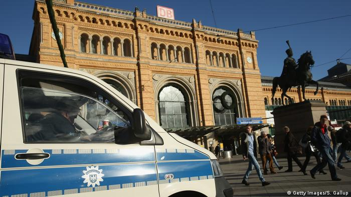 Hannover Bahnhof Polizei (Getty Images/S. Gallup)