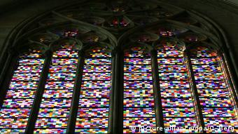 Gerhard Richter's computer-generated stained glass window in the Cologne Cathedral (picture-alliance/dpa/O. Berg)
