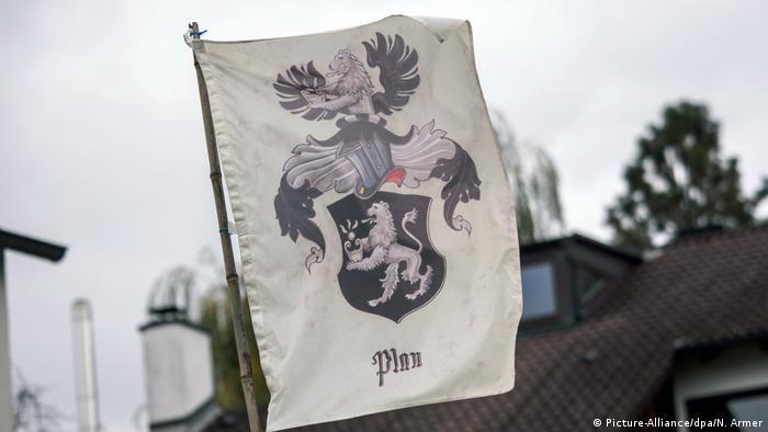 Reichsbürger Flagge (Picture-Alliance/dpa/N. Armer)