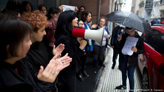 Buenos Aires Demonstration gegen die Gewalt gegen Frauen (picture-alliance/AP Photo/V. R. Caviano)