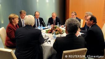 Deutschland | Vladimir Putin, Sergei Lavrov, Yuri Ushakov, Angela Merkel, Frank-Walter Steinmeier,Francois Hollande und Jean-Marc Ayrault beraten über die Lage in Syrien