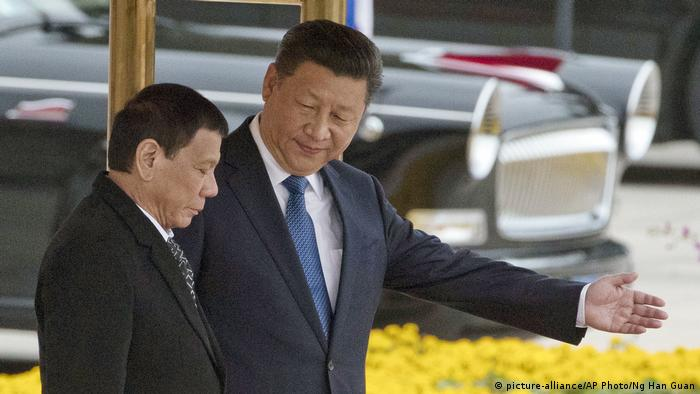 China Peking Staatsbesuch Philippinen Xi Jinping Duterte (picture-alliance/AP Photo/Ng Han Guan)