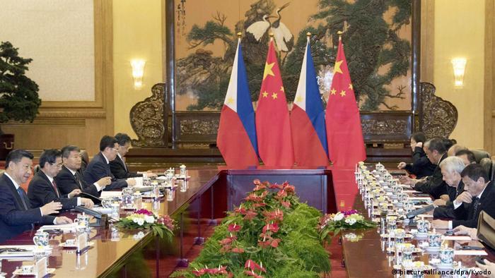 China Peking Staatsbesuch Duterte Philippinen (picture-alliance/dpa/Kyodo)