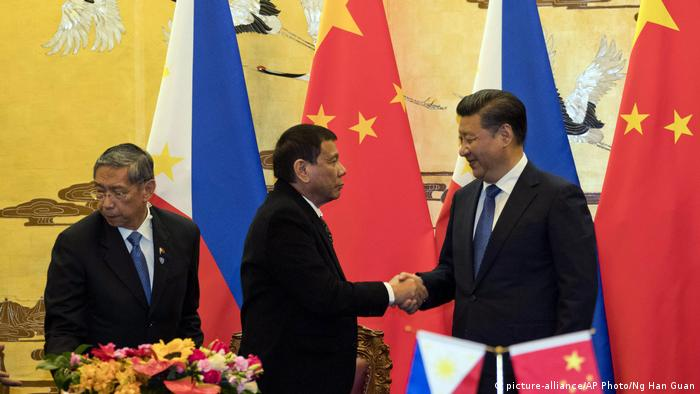 China Peking Staatsbesuch Duterte Philippinen (picture-alliance/AP Photo/Ng Han Guan)
