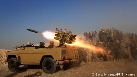 Irak Angriff auf Mossul Peschmerga Raketenwerfer (Getty Images/AFP/S. Hamed)