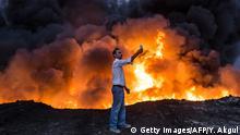 Irak Region Mossul Brennendes Öl Selfie