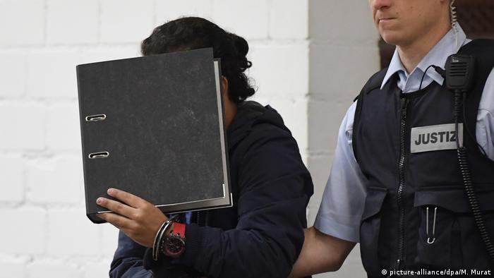 Stuttgart Oberlandesgericht Anklage gegen syrischen Flüchtling (picture-alliance/dpa/M. Murat)