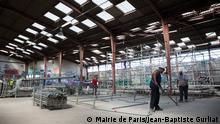 Anne Hidalgo et Manuela Carmena visitent le chantier du futur camp de réfugiés de Paris****The centre is to open by the end of October