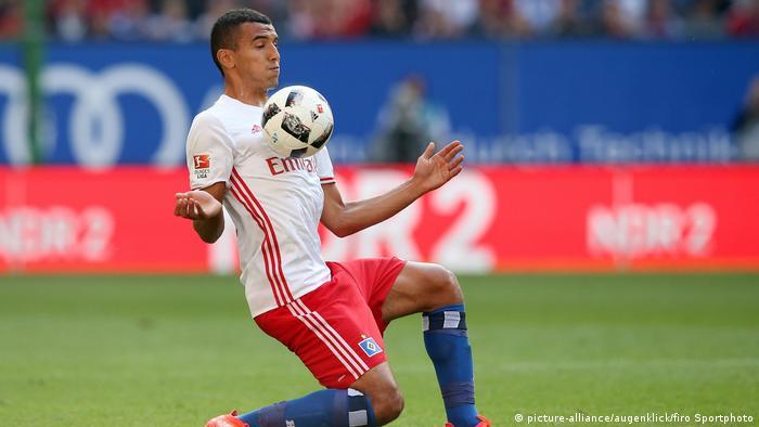 Bundesliga | Hamburger SV - Nabil Bahoui Fußball, Saison 2016/2017 1.Bundesliga: HSV Hamburg Hamburger SV - FC Bayern München (picture-alliance/augenklick/firo Sportphoto)