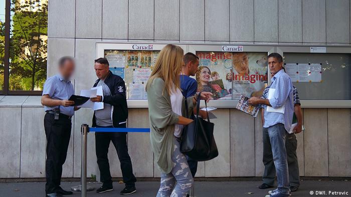 Pred njemačkom ambasadom u Beogradu
