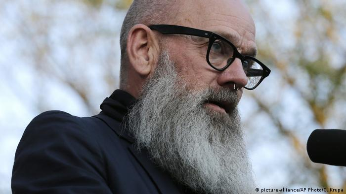 Michael Stipe - Sänger der Band REM (picture-alliance/AP Photo/C. Krupa)