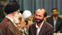 Das Bild mit dem Titel: Said Tousi zeigt den Koran-Rezitator Said Tousi. Das Bild ist lizenzfrei, stammt aus der iranischen Nachrichtenagentur IRNA. Das Bild mit dem Tiele: Said Tousi-Khamenei zeigt den Koran-Rezitator Said Tousi und Ayatollah Ali Khamenei. Das Bild ist lizenzfrei, stammt aus der iranischen Nachrichtenagentur Fars.