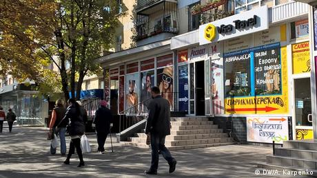 За три роки малий бізнес кримчан сильно постраждав від переділу власності на користь бізнесменів РФ. За даними сайту Крим. Реалії, кількість малих підприємств в 2016 році в порівнянні з 2014-м скоротилася з 15 до 1 тисячі. Проблеми можуть виникнути у власників земельних ділянок і будинків в прибережній зоні. Вони втратять землі, якщо кримські суди не визнають документи, видані до анексії півострова.