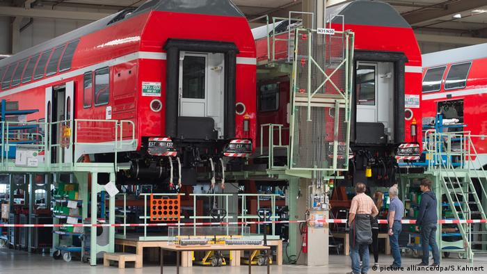 Bombardier train production (picture alliance/dpa/S.Kahnert)