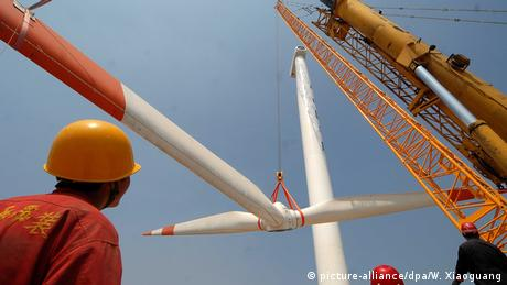 China Weifang - Windenergie (picture-alliance/dpa/W. Xiaoguang)