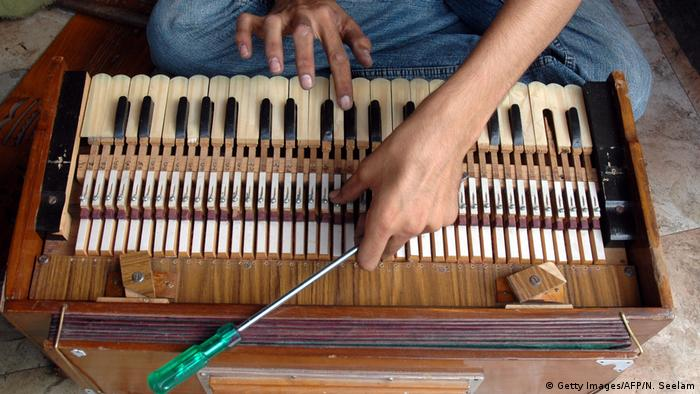 Indien Harmonium (Getty Images/AFP/N. Seelam)