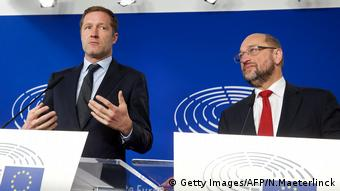 Paul Magnette und Martin Schulz (Getty Images/AFP/N.Maeterlinck)