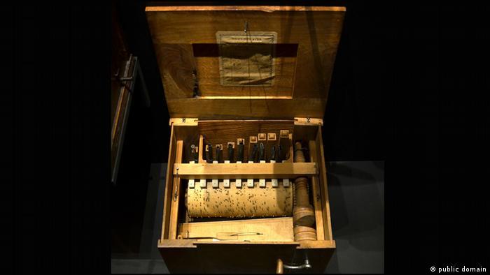 Schweiz Serinette im Musikmuseum in Basel (public domain)