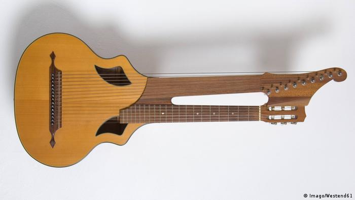 Kontragitarre (Imago/Westend61)