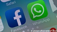 ILLUSTRATION: Die beiden Logos von Facebook und WhatsApp am 19.02.2014 auf einem Smartphone in Sieversdorf (Brandenburg). Foto: Patrick Pleul/dpa (zu dpa Verbraucherschützer mahnen WhatsApp wegen Datenweitergabe ab am 19.09.2016) +++(c) dpa - Bildfunk+++ | Verwendung weltweit