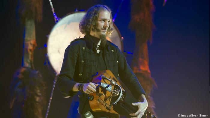 Instrument Drehleier Stephan Groth (Imago/Sven Simon)