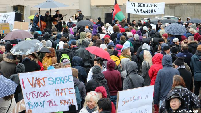 Dänemark Demonstrationen gegen Zwangsabschiebung in Göteborg (DW/A. Nabizadeh)