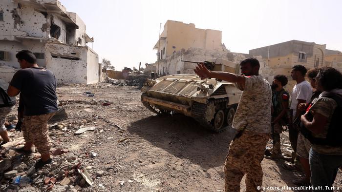 Libyen militärische Operation gegen Dschihadisten des IS in Sirte (picture alliance/Xinhua/H. Turkia)