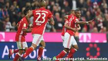 MUNICH, GERMANY - OCTOBER 22: Douglas Costa (R-L), Rafinha, Arturo Vidal and Thiago Alcantara of FC Bayern Muenchen celebrate their team's second goal during the Bundesliga match between FC Bayern Muenchen and Borussia Moenchengladbach at Allianz Arena on October 22, 2016 in Munich, Germany. (Photo by Lennart Preiss/Bongarts/Getty Images)