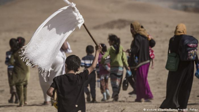 Irak Zivilisten fliehen vor IS aus Khorsabad (picture-alliance/Zuma Press/B. Feher)