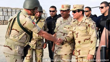 Ägypten Präsident General al-Sisi im Norden von Sinai (picture-alliance/dpa/Office of the egyptian president)